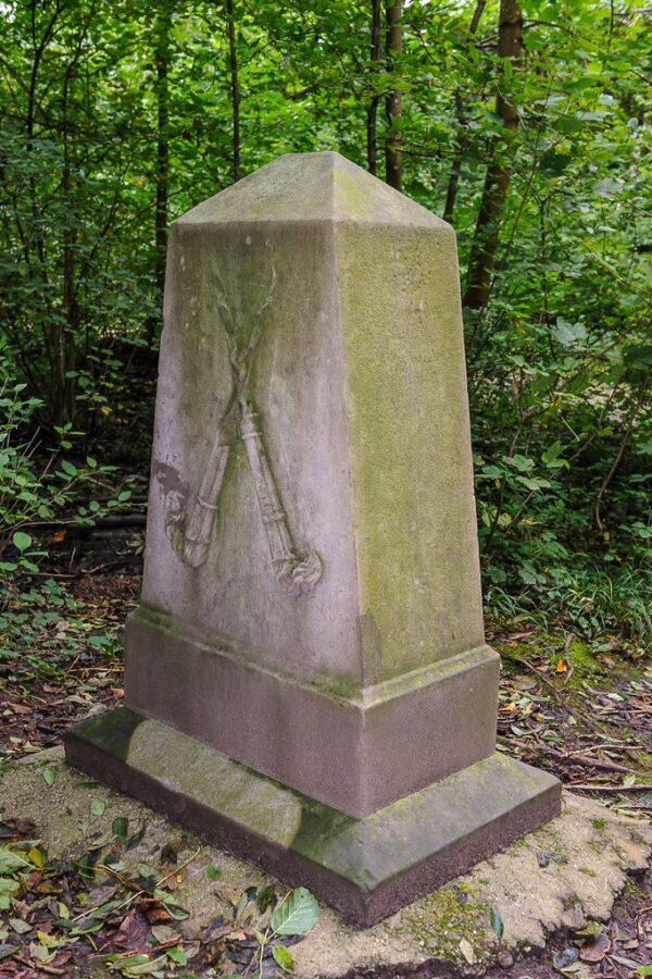 Gedenkstein für Amtmann Jacob Pfau im Lindbergwald (Hinteransicht)