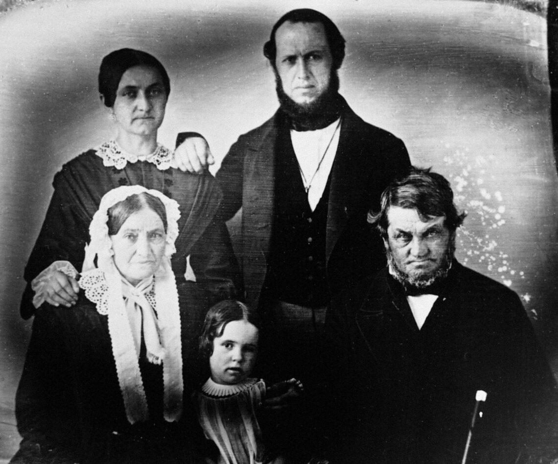 Familienfoto 1850: Andreas Weinmann (vorne rechts, geb. 1792) mit Frau Margarete und Pflegetochter Emma Sulzberger, Tochter Elisabetha Sulzberger-Weinmann (hinten), Schwiegersohn Heinrich Sulzberger (© Stadtbibliothek Winterthur)
